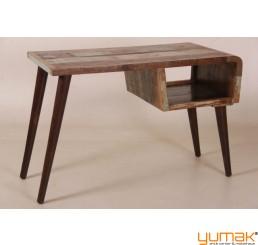 Schreibtisch im Industrial Design